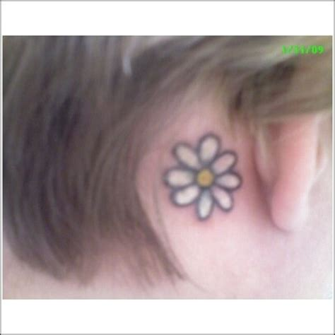 Daisy Tattoo Behind Ear | daisy tattoo behind the ear adorable tattoos