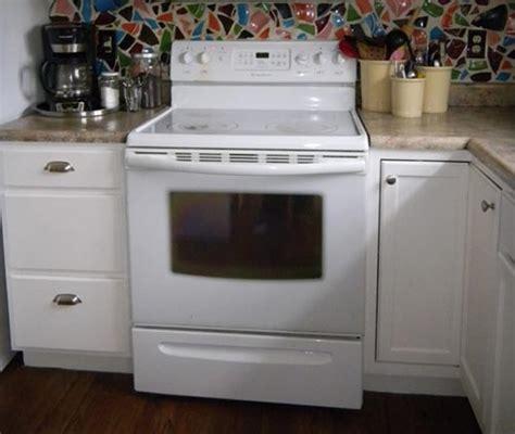 Best Way To Clean A Glass Oven Door How To Clean Inside The Glass On An Oven Door Iseeidoimake