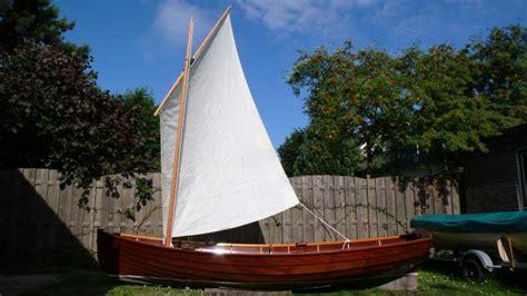 heeft een roeiboot een roer assistentie ben ullings op maat gemaakte houten boten
