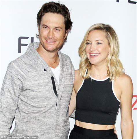 oliver hudson mother oliver hudson ends his 12 year estrangement from father