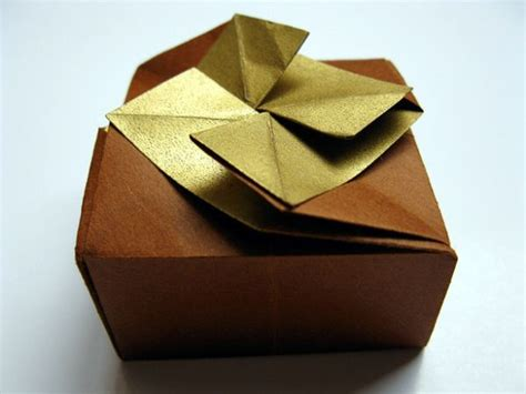 Origami Present Wrapping - five creative gift wrapping ideas with green motto for