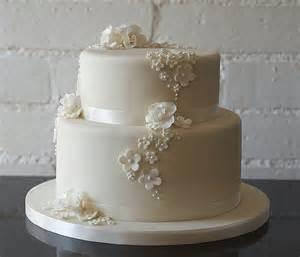 wedding cake ideas images 2 wedding cakes serynna