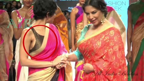 Lfw Aw08 Vs The Side by Mandira Bedi Exposes Side Bosom At Lfw 2015 Aib