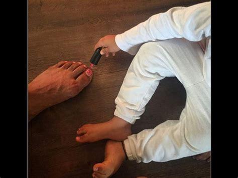 dads upholstery nails best dad when akshay kumar let his daughter nitara apply