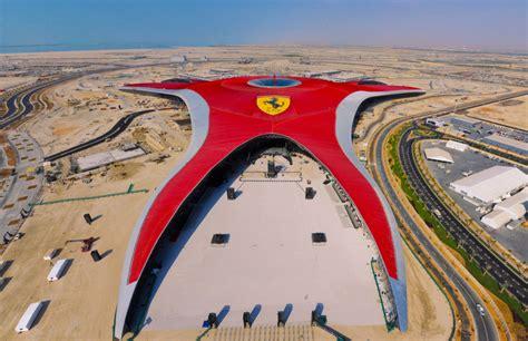 theme park abu dhabi le parc ferrari world gigantesquement vaisseau amiral de