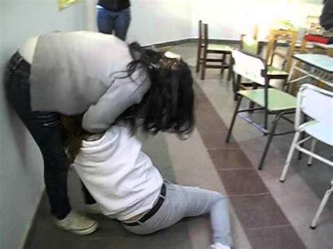 imagenes mujeres peleando chicas peleando en la escuela y por un borrador youtube