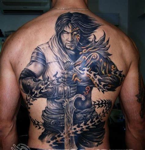 mystischer ritter mit einem schwert und ketten tattoo am