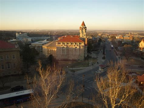americantowns com photos of lawrence ks pictures and photo gallery for