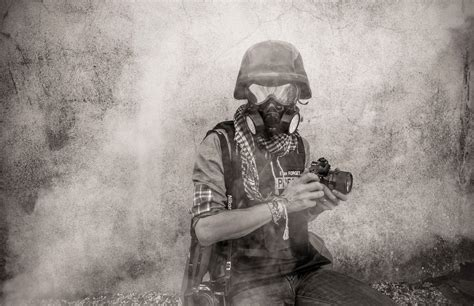 photographing the fallen a war photographer on the war photographer evan forget photographe sur n by