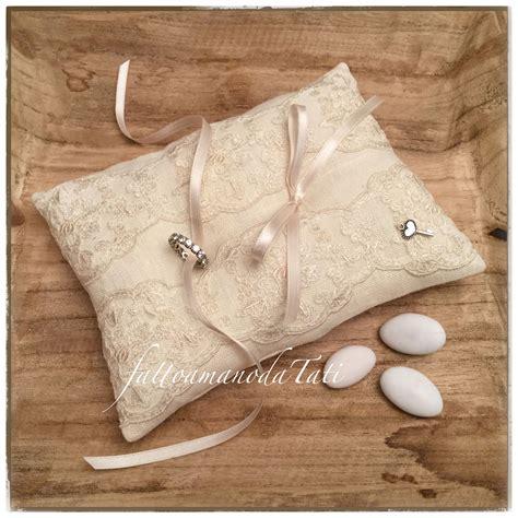 cuscini per anelli matrimonio cuscino per fedi by fattoamanodatati ring bearer pillow