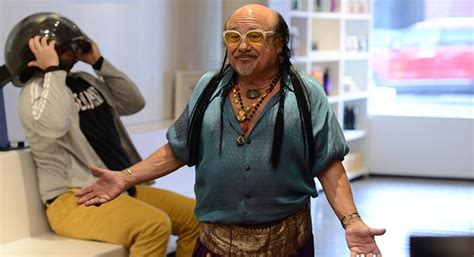 danny devito couch 8 eerie and fun things we learned on the set of deadbeat