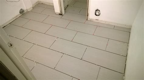 Laying A Tile Floor by How To Lay Tile Flooring Girlsvsblog