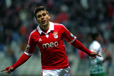 eduardo salvio argentine winger eduardo salvio remains s l benfica until