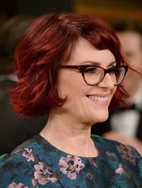 razor cut hairstyles for older women with wavy hair megan mullally layered razor cut layered razor cut