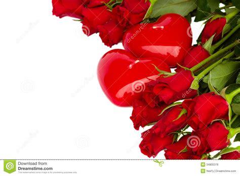 imagenes de rosas rojas y corazones rosas rojas y dos velas de los corazones imagen de archivo
