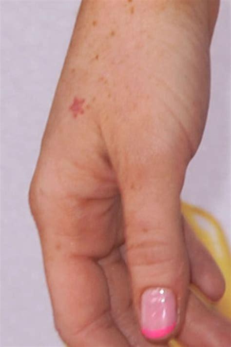 star tattoo on hand pics star tattoos for hand design idea