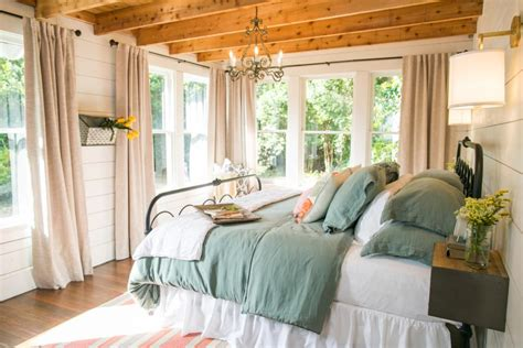 Joanna Gaines Master Bedroom Fixer Freshening Up A 1919 Bungalow For Empty