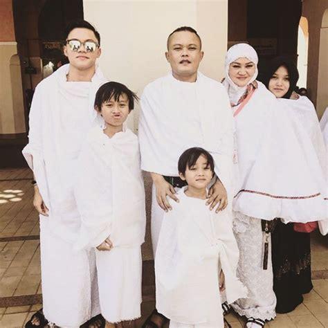 foto liburan sule  keluarga sebelum digugat cerai istri