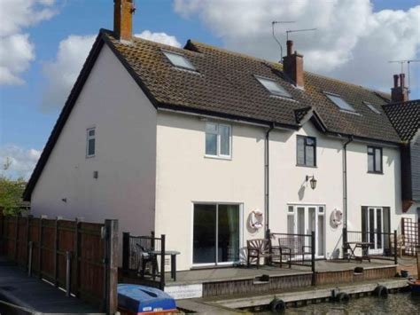 kingfisher lure waterside cottage in the norfolk broads