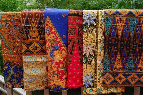 Sarung Tenun Motif Ahd Orange skirt the sarong
