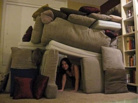 couch cushion fort 1000 images about indoor forts fun fun fun on