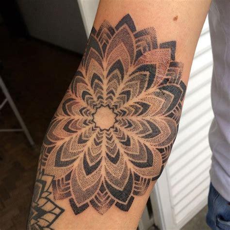 Mandala Pontilhismo Tattoo | 25 melhores ideias sobre tatuagem pontilhismo no