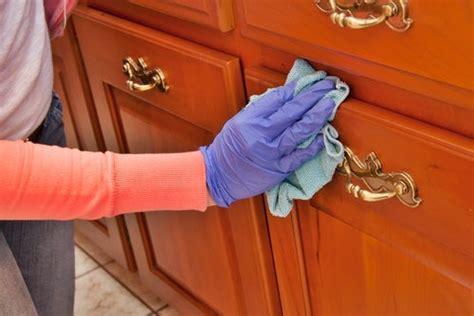 como limpiar  abrillantar la madera  productos caseros