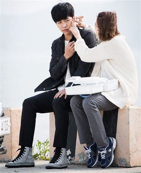 lee seung gi and yoona latest news lee seung gi injured on the set of you re all surrounded