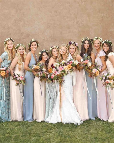 Wedding Pictures Of And Bridesmaids by Bridesmaids Flowers 19 Stunning Ideas For Your Bridal