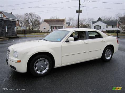 2005 Chrysler 300 Limited cool vanilla 2005 chrysler 300 limited exterior photo