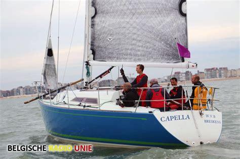 zeilboot oostende zeilboot capella kapseist voor de kust van oostende