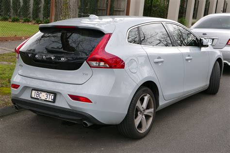 file volvo    luxury hatchback    jpg wikimedia commons