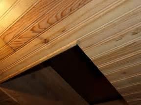 je pose du lambris au plafond