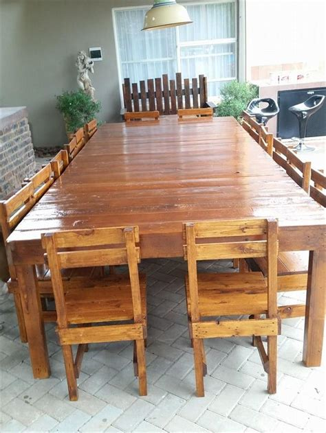 Dining Table Made From Pallets 25 Best Ideas About Pallet Dining Tables On Pallet Table Top Pallet Tables And