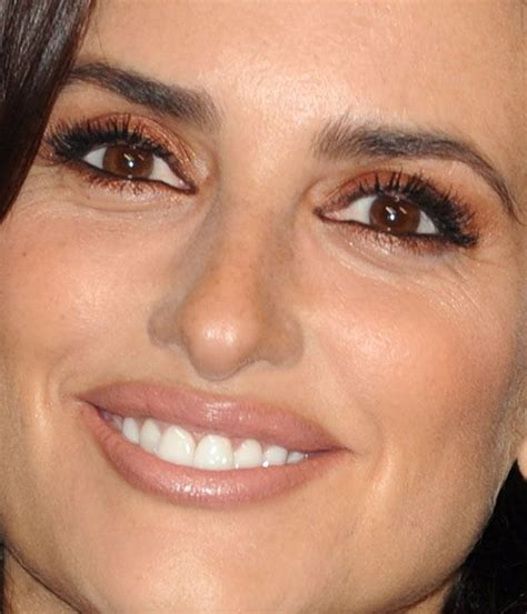 how to wear makeup like penelope cruz 7 steps wikihow pen 233 lope cruz is wearing the most amazing copper eyeshadow