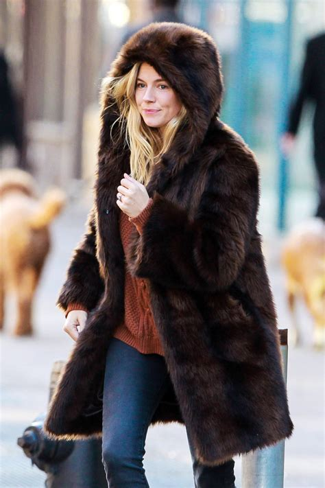 Bewerbungbchreiben Fur New Yorker Miller Hails As Cab Bundled Up Wearing A Hooded Fur Coat In New York City Zimbio