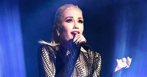 gwen stefani delivers emotional performance of used to gwen stefani gives emotional amas performance of quot used to