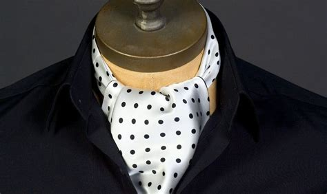 gentlemans guide  wearing  cravat   ascot