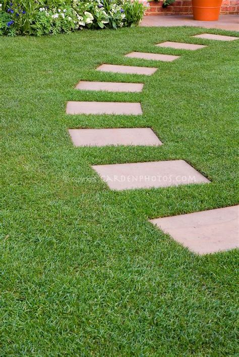 Backyard Stepping Stones by Best 25 Stepping Paths Ideas On
