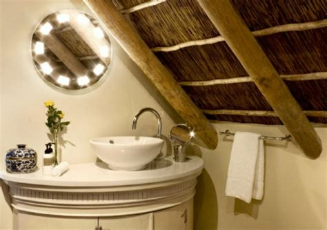 rustikale badezimmerbeleuchtung 40 design ideen f 252 r kleine badezimmer