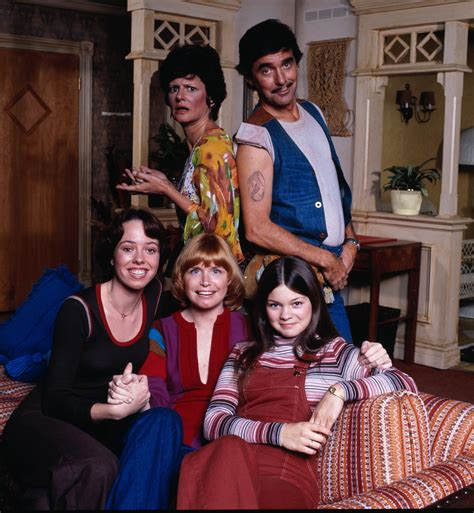 Cast Of S Day A One Day At A Time Reboot Is Coming To Netflix