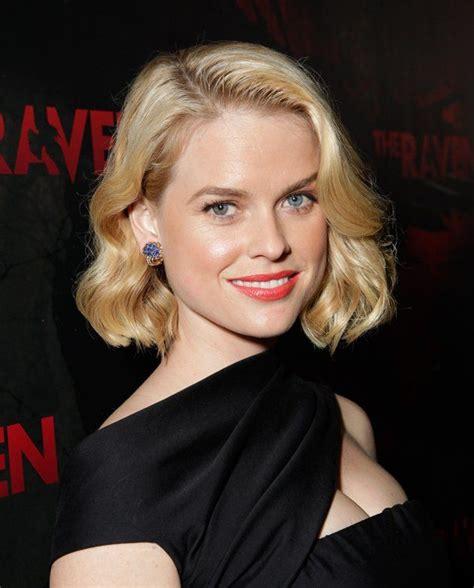 eve english actress english actress alice eve has heterochromia iridis like