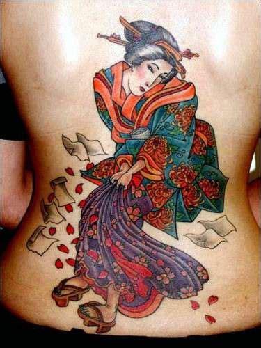 tatuaggi geisha con fiori tatuaggi giapponesi foto bellezza
