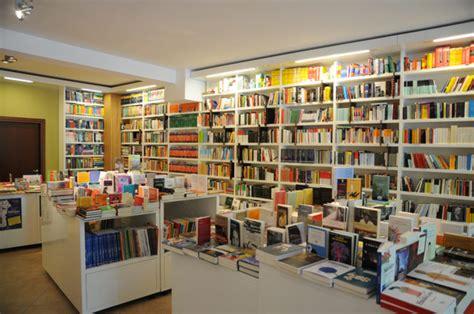 librerie mondadori roma un giorno in libreria noir italiano