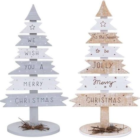 xmas pallet decor best 25 wooden pallet crafts ideas on pinterest crafts