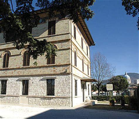 ostello villa giardino perugia alberghi assisi basilica di santa degli angeli
