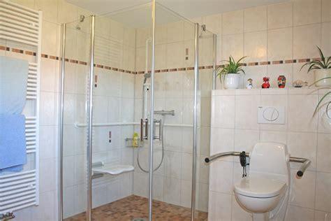 Behinderten Bad Design by Sch 246 N Behinderten Badezimmer Herausragende Barrierefreie