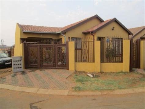 3 Bedroom House For Sale In East by Houses Kitchen Soshanguve Mitula Homes