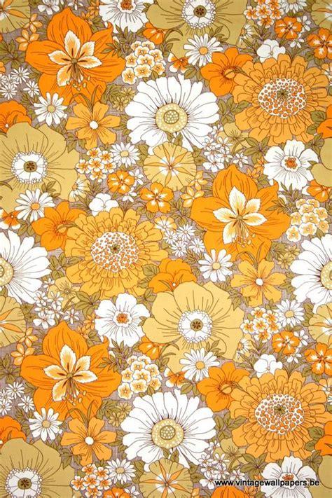 70s floral vintage wallpaper pattern