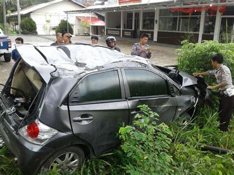 Lu Mobil Brio dua kecelakaan mengerikan dua pelajar tewas honda brio